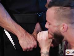 Steel hard muscled twink licks boyfriend's asshole